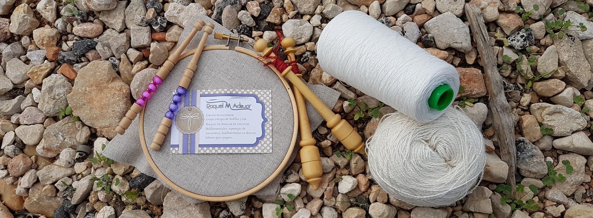 Material para la elaboración de encajes sobre las piedras de de playa de Denia